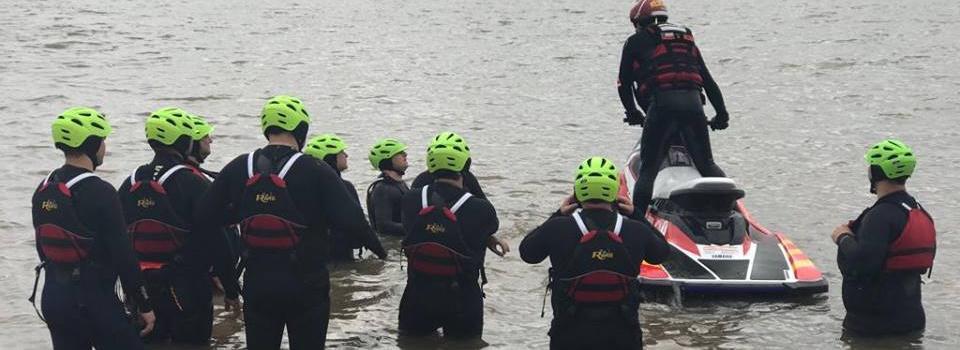 Instructor del Departamento de Rescate Acuático realiza capacitación en Chile